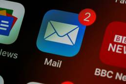 Mail app icon with two notifications